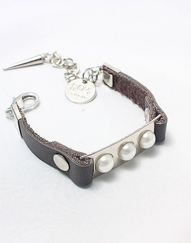 Triple Pearl Leather Bracelet_Grey