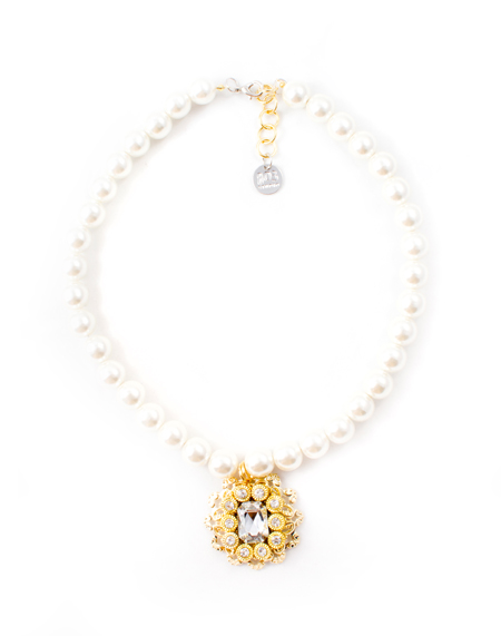Fantasy pearl necklace